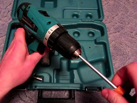 Снимаем патрон с вала электроинструмента